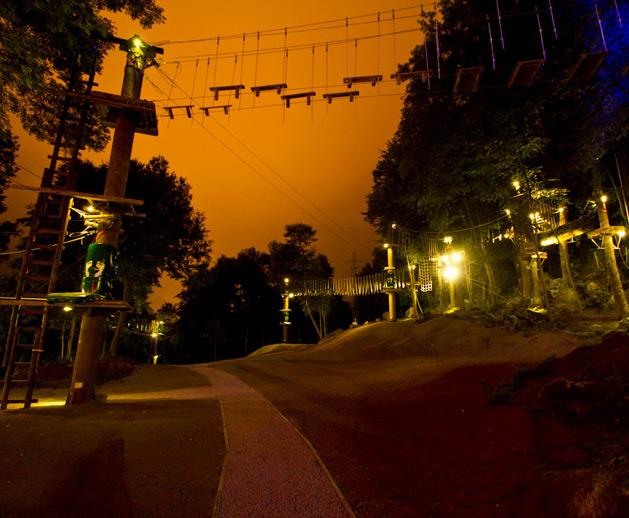 Nocturno - 4 Circuitos multiaventura + Tirolina gigante